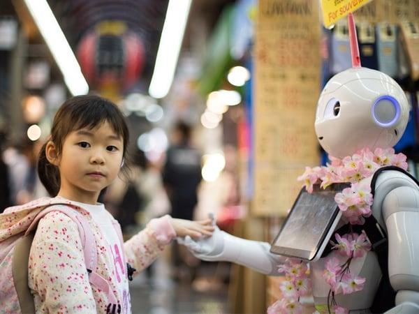 Un robot conseiller tourné vers le client