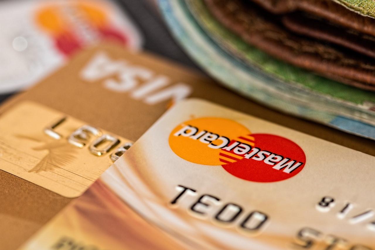 Les possibilités d'opérations bancaires sont importantes en agence bancaire